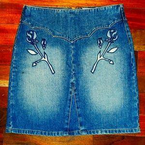 Denim short skirt 😍 with ⚘design
